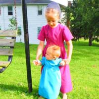 赤ちゃんもお母さんもおばあちゃんも同じ形。アーミッシュのワンピース